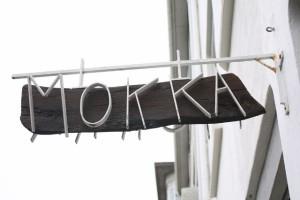 Cafe Mokka - самое старое кафе в Рейкьявике. Именно здесь впервые в Исландии стали подавать кофе эспрессо и капучинно.