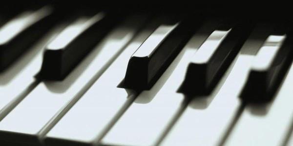 В пражском аэропорту им. Вацвала Гавела появилось фортепиано, на котором может сыграть любой пассажир, чтобы скоротать время ожидания.